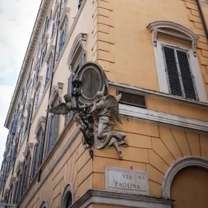 római utca angyal